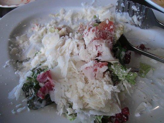 Sottorio: 野菜が見えないほど降りかけてくれるチーズ