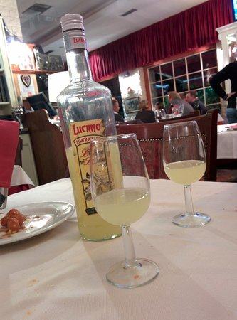 Le Tournedos: Limoncello which was offered to us on the house!