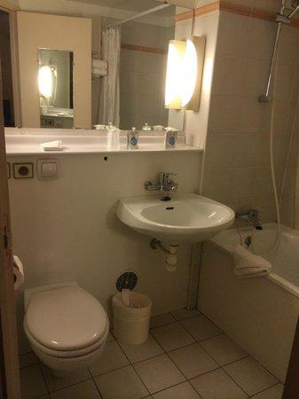 Mondhotel Chelles : WC et évier