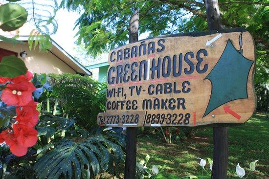 Hotel Green House: rotulo de madera