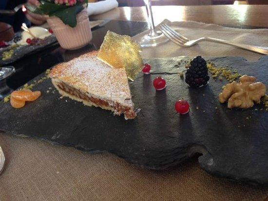 Stüvetta: Torta con noci e miele