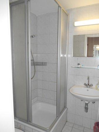 Hostel Mondpalast: Baño