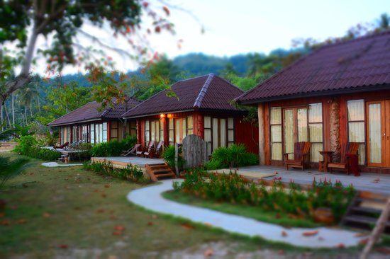 Thiw Son Beach Resort: bungalows at beach front