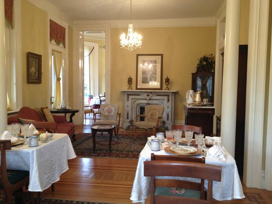 Dupont Mansion B&B: Breakfast area