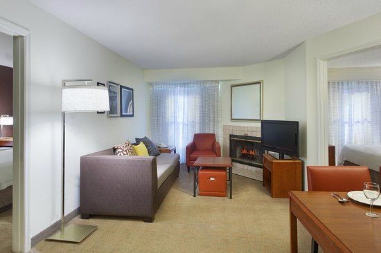 Residence Inn Greenville-Spartanburg Airport: Two Bedroom Suite Living Area