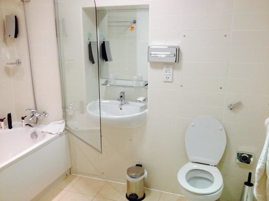 Premier Apartments Newcastle: Bathroom