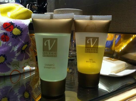 Vincci Capitol Hotel : Used bath gel not replaced from previous guests