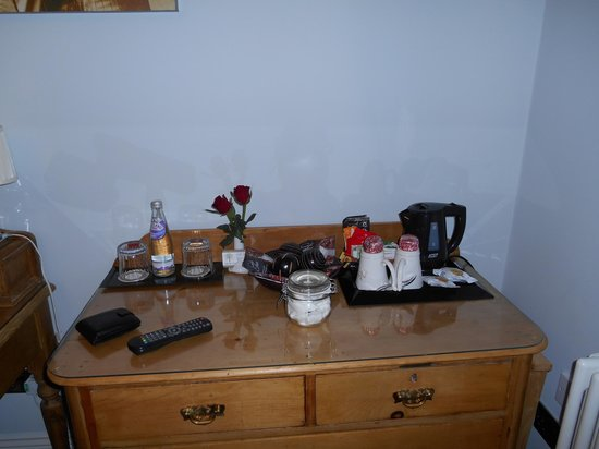 All Seasons Guest House Filey, B&B: tea and coffee making facilities