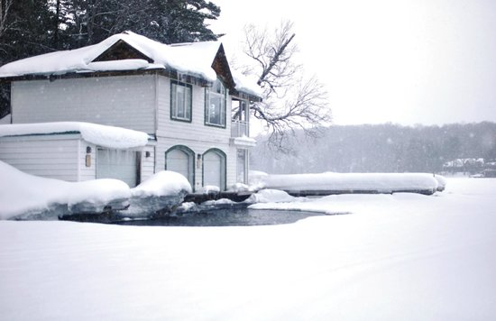 Sherwood Inn: Lake house