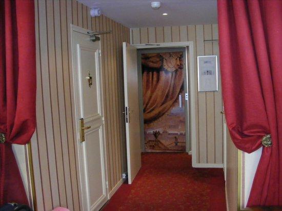 Hotel du Theatre: ASCENSCEUR discret