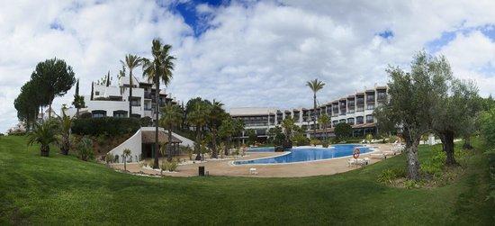 Precise Resort El Rompido - The Hotel: Panorámica del hotel desde la piscina