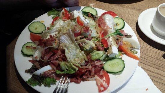 Gasthof Melkalm Kitzbühel: Top salade met spek en geiten kaas