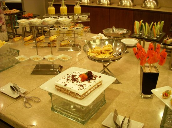 Pan Pacific Hanoi: buffet snacks in executive lounge