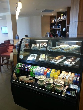 Hyatt Place Daytona Beach - Oceanfront : 24 hour snacks, a 24/7 Gallery menu & Free morning Breakfast bar!