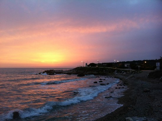 Royal Antibes Hotel, Residence, Beach & Spa : Sunrise over the sea, just across the street from the hotel