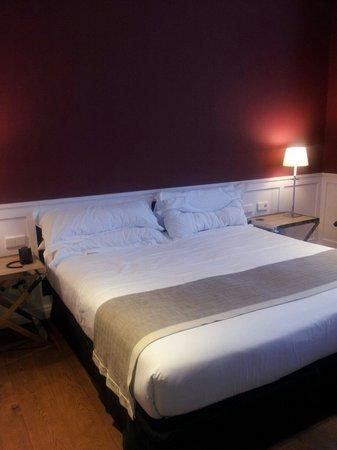 Hotel Granvia : Большая кровать