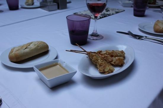 Attic Restaurant: Tapa de langostinos con tempura de almendras