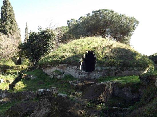 Necropoli della Banditaccia: tomba a tumulo