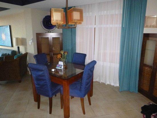 Divi Aruba Phoenix Beach Resort : Dining area