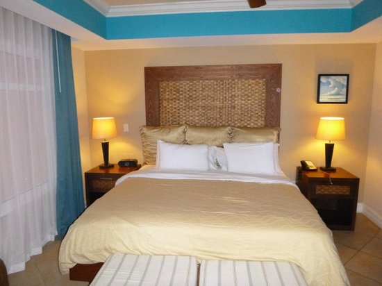 Divi Aruba Phoenix Beach Resort : King size bed