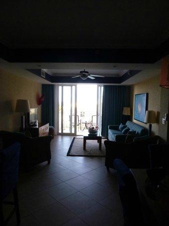 Divi Aruba Phoenix Beach Resort : Living room