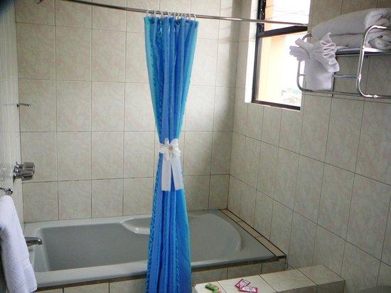 Hotel Valladolid: baños amplios