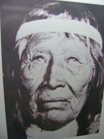 El Calafate Historical Interpretation Center: indigenas del calafate