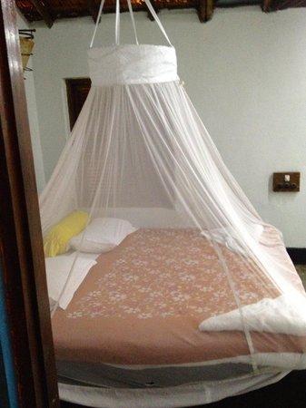 Hotel Laguna Anjuna: bed