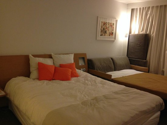Novotel Chartres: ベッド