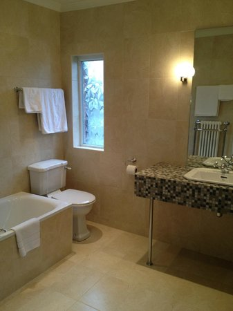 Elizabeth House Hotel: New design of bathroom