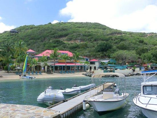 Leverick Bay Resort: The beautiful beach, restaurant and Marina