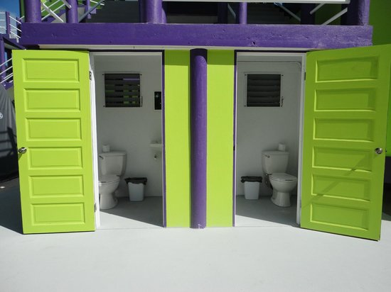 Caye Caulker Towers : Exterior Ground Bathroom