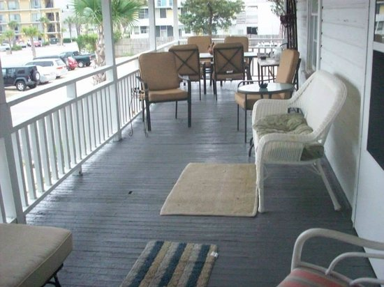 Darlington Inn and Cottages: Our huge porch with a great view!