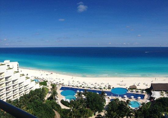 Live aqua picture of live aqua beach resort cancun cancun tripadvisor for How many rooms at live aqua cancun