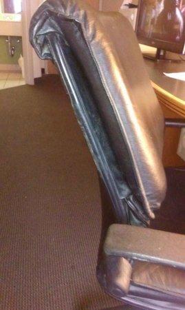 Sleep Inn & Suites: Terrible chair