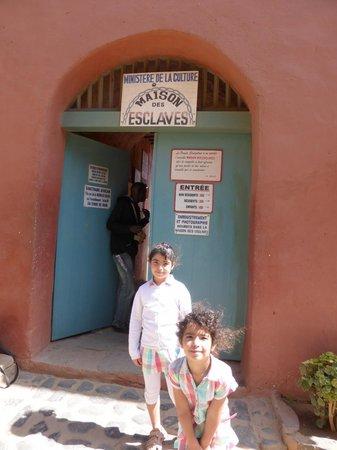 l'entrée de la maison des esclaves