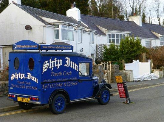 Ship Inn Restaurant: delivery van?
