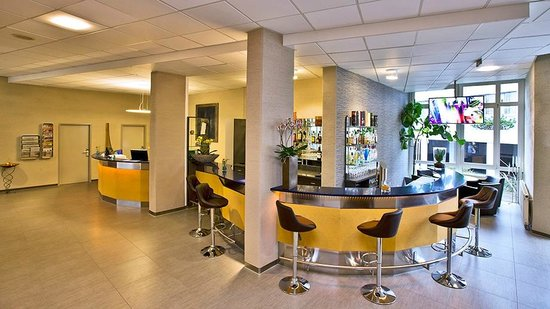 Bonjour Tagungshotel Stuttgart: Lobby & Bar