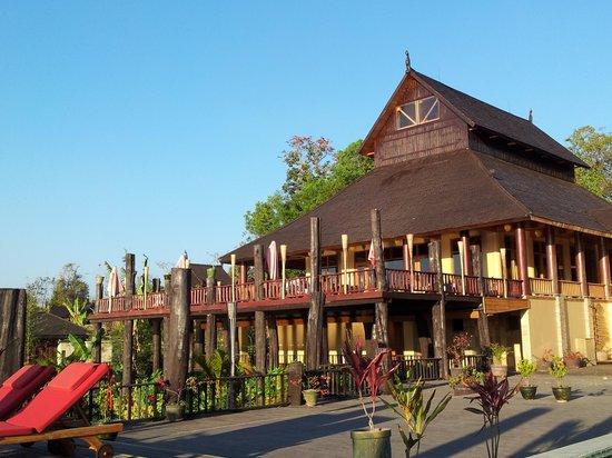 Aureum Palace Resort & Spa Inle: Depuis la plage de la piscine