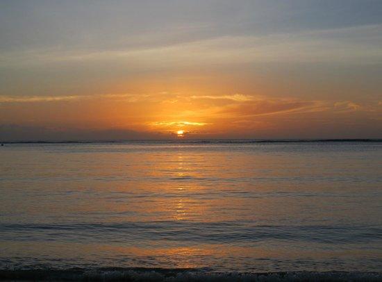 Hilton Mauritius Resort & Spa: Beautiful sunsets every night.