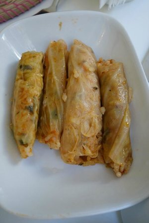 Salkim Sogut: cabbage stuffed with rice