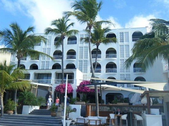 Holland House Beach Hotel: Beach side of Holland House