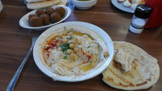 Abu Hasan / Ali Karavan: Hummus, pita y falafel