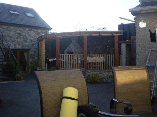 Cashel Holiday Hostel: BBQ