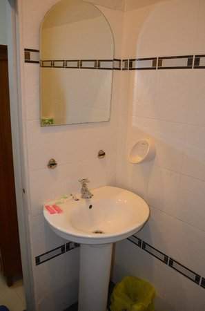 Mali Namphu Hotel: Bathroom