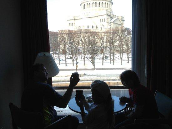 The Midtown Hotel : La habitación y su vista