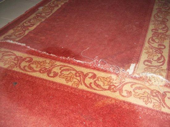 Houda Yasmine Hammamet: ripped carpet