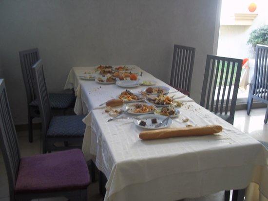 Houda Yasmine Hammamet: food left on tables