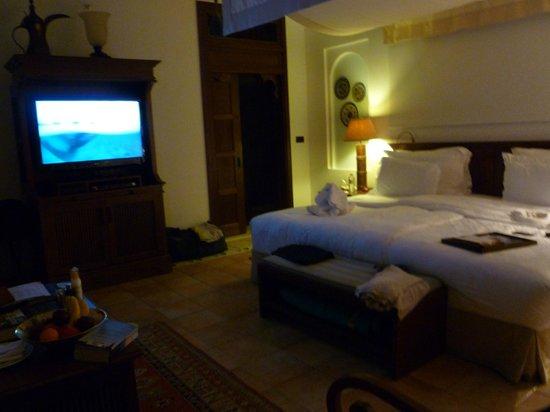"""Jumeirah Dar Al Masyaf at Madinat Jumeirah: The bed is at least 8"""" wide"""