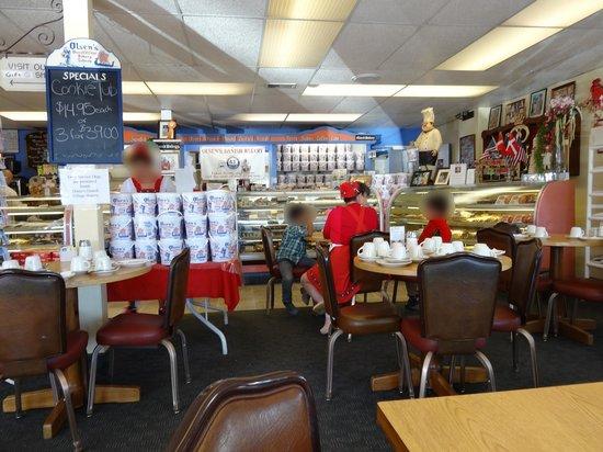 Olsen's Danish Village Bakery: L'intérieur de la pâtisserie